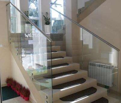 Szklana balustrada schody cena