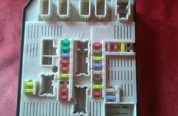 renult megane iii 1 5dci upc skrzynka bezpiecznik w sprzeda rumia pomorskie. Black Bedroom Furniture Sets. Home Design Ideas