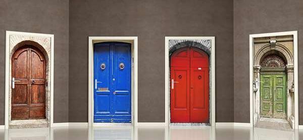 Samoprzylepne naklejki na drzwi