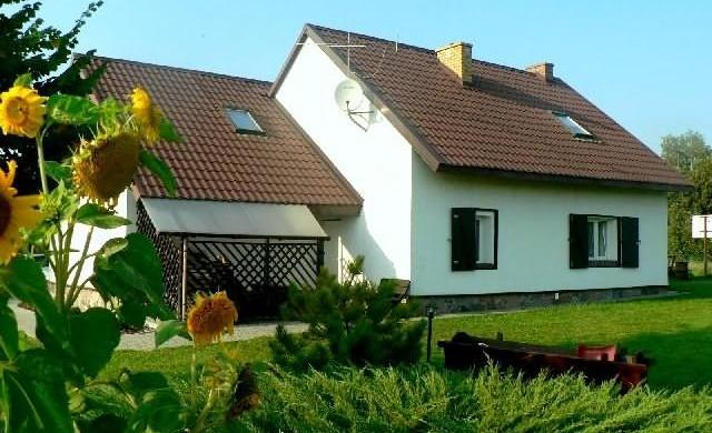 47m2 letn. (2009r) z działką nad jez. Głuszyńskim 130km od Łodzi, 693-378-515 BN
