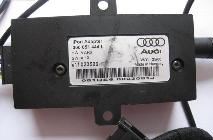 Audi VW Apple iPod iPhone Adapter 000 051 444 L