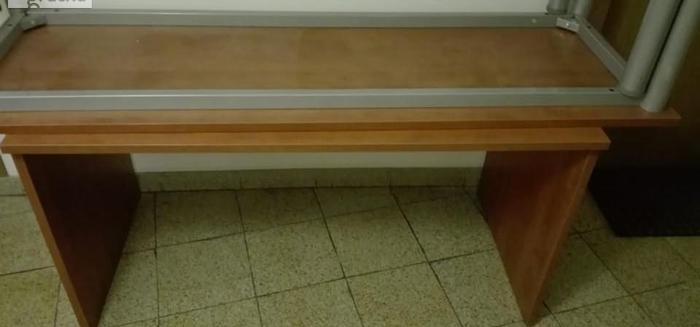 Biurka i stoły biurowe pilne
