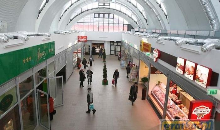 Lokal Łódź Górna, ul. Piotrkowska 317 1 pomieszczenie, parter, 2012 rok budowy , 54 PLN/ m2 handel i usługi