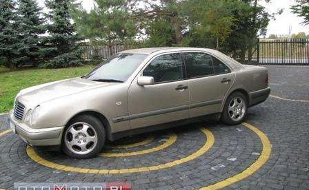 Mercedes-Benz E 220-W210. 1996r.Super stan.