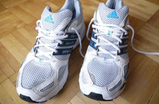 abddb0d4 Nowe świetne buty do biegania/na siłownie Adidas Response Cushion 18  rozmiar 43/44