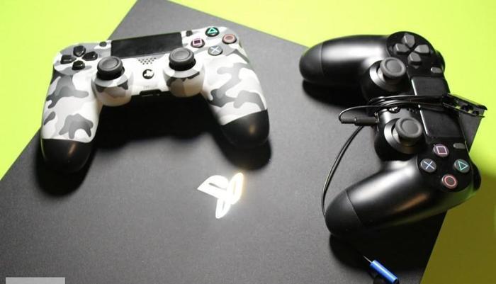 Ps4 Playstation 4 PRO 1 TB, gwarancja, 2 pady, idealny stan, 2 gry.