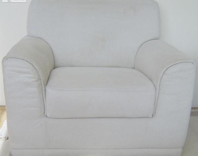 Sofa rozkładana z dwoma fotelami w komplecie.