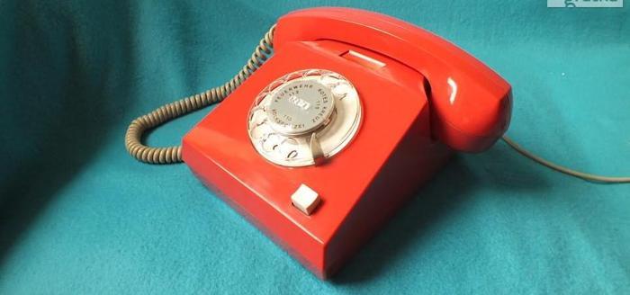 Stary czerwony telefon z czasów PRL-u Bardzo ładny! Zadbany!