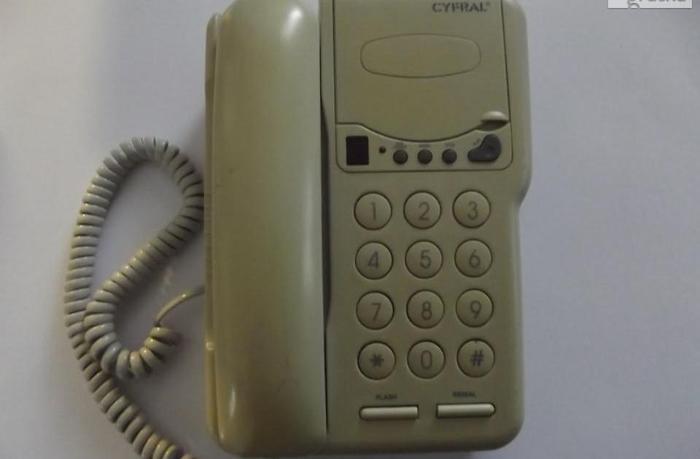 Telefon stacjonarny z dużymi cyframi VERIS SKYWAY 100, prawie nie uży