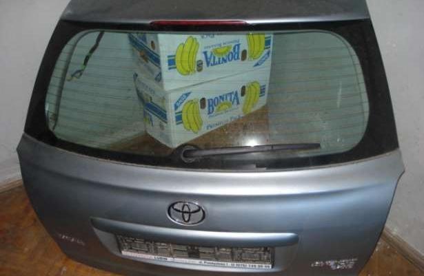 Toyota avensis kombi klapa tył