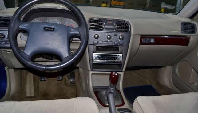 Niesamowite VOLVO V40 1,9 TD 2000r. ( Kremowe wnętrze ) sprzedaż - Nowy Tomyśl XP61