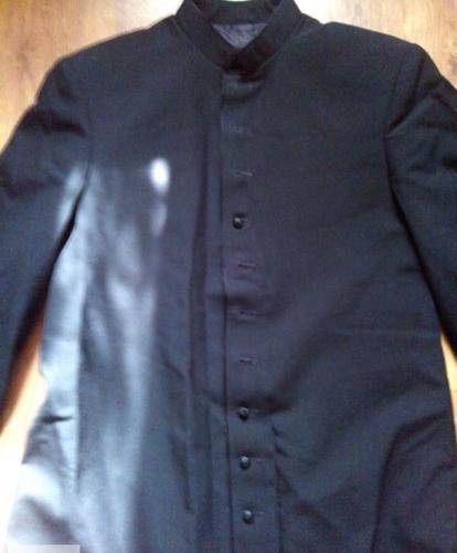 wyprzedaż garniturów i odzieży męskiej