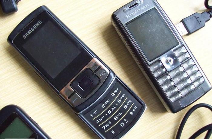 Zestaw telefonów komórkowych + dodatki